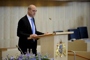 Infriar vallöften. Statsminister Fredrik Reinfeldt (M) presenterade regeringsförklaringen och nya ministrar.