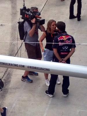 Det har varit mycket Formel 1 för mig den senaste tiden. Här i depån i Malaysia med Red Bulls teamchef Christian Horner vid mikrofonen.