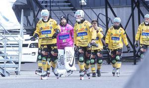 Här går Broberg ut och gör en bättre halvlek i World Cup-premiären mot Mikkelin Kampparit.
