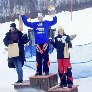 Gustav Salomonsson njöt lite extra av att få kliva högst upp på pallen när det var hemmapubliken som applåderade.