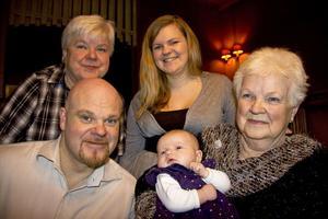 Fem generationersträff har ägt rum hos morfar i Kungsgården.