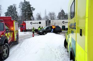 Kan komma att byggas om - korsningen Regementsvägen/Lugnetleden. Bilden från en trafikolycka i korsningen förra året.