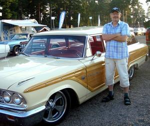 Kjell Karlsson, 60, gillar att meka med veteranbilar.