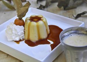 Hjortron pannacotta med karamellsås måste förberedas. Underbart god och uppskattad av de flesta.   Foto: Dan Strandqvist