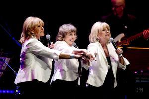 VETERANER. Lill-Babs, Siw Malmkvist och Ann-Louise Hansson stod för den musikaliska delen av berättelsen när historien om Radio Nord framfördes i Gävle konserthus.