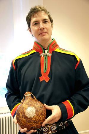 Nils-Peter Svonni är en av fem konsthantverkare i Arbí.