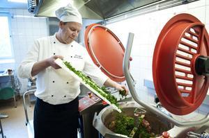 Smakrik mat med inspiration från hela världen, baserade på naturliga ingredienser. Det är receptet för Michael Bäckmans uppskattade matlagning.
