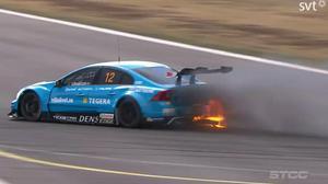 Richard Göranssons bil brann i årets första STCC-race.