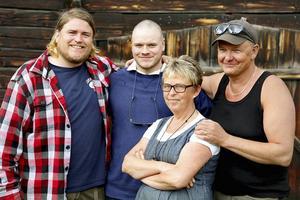 Erik Ekstrand i matlagningstävlingen Matslaget i SVT, där ett lag från Sveg med Erik, Mattias Thurdell, Laila Westling och Anders Lindqvist tävlade mot andra orter.