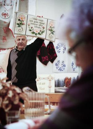 – Vad ger ni mig för den, frågade auktionisten Roger Andersson.