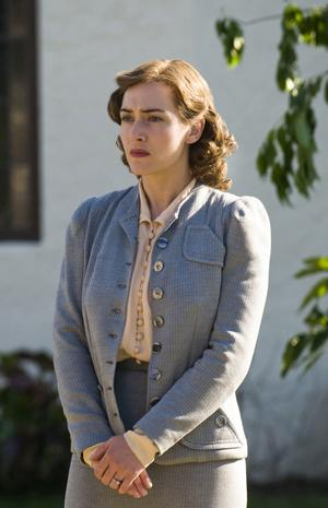 "Kate Winslet spelar huvudrollen i ""Mildred Pierce""."