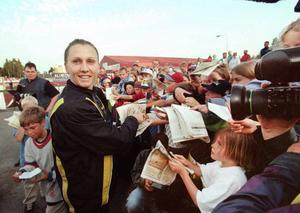 Ludmila Engquist var en mycket populär deltagare på GD-galan 1997. Hon skrev autografer en hel timme efter målgång.