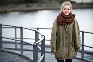 Stipendiat. Louise Kvarnbrant får Björn J:son Lindhs stipendium för unga instrumentalmusiker. Hon spelar både fiol både gitarr.