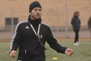 Carlos Santis går nu in på sin andra säsong som huvudtränare för Strömsbergs herrlag i division 2.