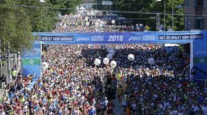 STOCKHOLM 2016-06-04 Starten för Stockholm Marathon på Lidingövägen i Stockholm på lördagen. Foto: Christine Olsson / TT kod 1043
