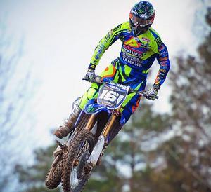 Alvin Östlund lever på motocrossen och siktar på att bli en etablerad topppförare.