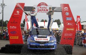 Patrik Flodin (till höger) och hans kartläsare Göran Bergsten var det japanska VM-rallyt i överlägsen stil.