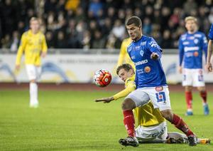 Mauricio Albornoz, här i Åtvidabergströjan, får snart iklä sig en ny blå tröja.