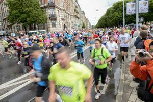 Stockholm Marathon lockade nästan 17000 till start.