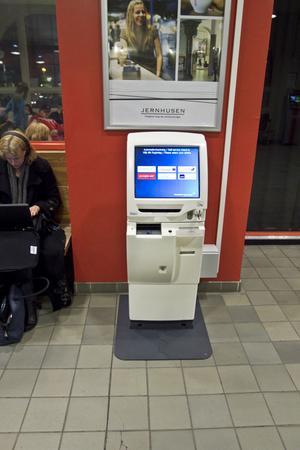 på stationen. Incheckningsautomaten har en touchskärm som ska underlätta resandet.