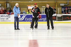 Göran Mann, Jonas Westfält och Mario Johansson sa alla några ord innan matchen drog igång.