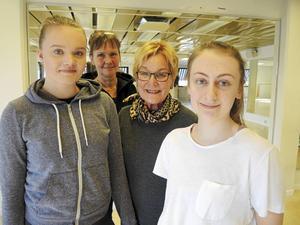 Kerstin Hedberg, KFUM Dansstudio, och grundaren Birgitta Bengtsson flankeras av dansstudions ledare Evelina Clarin, t v, och Felicia Hedin.