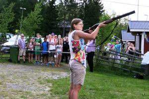 Guldmedaljören Ida Ingmarsdotter fick äran att skjuta i gång det stora kruskalaset.