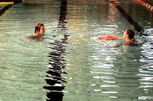 Frida Backlund och Rebecca Eriksson lärde sig simma redan som sexåringar.