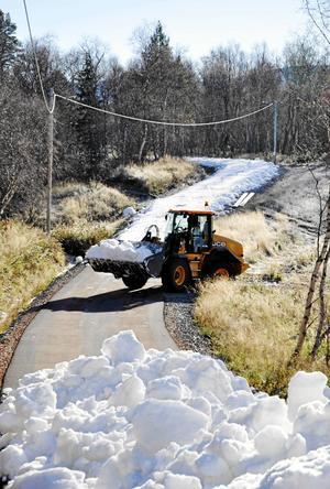 Förra sommaren var det första året som Vålådalen lagrat snö för att kunna lägga ut ett tidigt konstsnöspår. Cirka 12 000 kubikmeter snö lagrades för att kunna läggas ut.