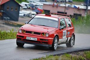 Mikael Lundberg vann tvåhjulsdrivna rallyklassen i söndags vid Kungsberget och toppar SM-tabellen.
