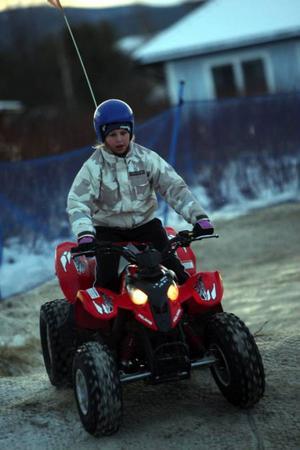 Ett mycket uppskattat nöje var möjligheten att köra fyrhjuling. Att det dessutom ingick i entréavgiften uppskattades av besökarna.
