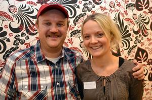 Här är Matthew tillsammans med en av sina släktingar Maria Bälter. De hade hållit kontakt på facebook före träffen i Mora.