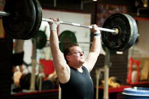 När Olov Hedman började med styrketräning och tyngdlyftning 1969 fanns inga tjejer i lokalerna.
