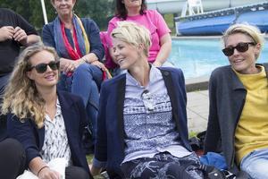 Carolina Froby, Marie Thomasson och Isabella Lagerström var på plats för stämningen.