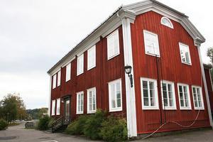 I hembygdens tjänst? Röda skolan bredvid Öjeskolan i Järvsö kan säljas eller överlåtas sedan en ny detaljplan antagits. Järvsö Hembygdsförening är intresserad av att ta över.