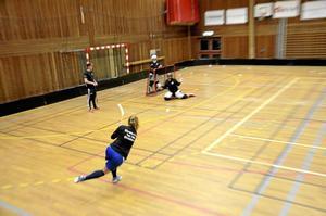 Tidig vinst. Redan med två matcher kvar av säsongen kunde WSK:s damlag konstatera att de skulle spela i division 2 nästa säsong.Foto: Sofia Gustafsson