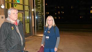 Roland Önneslöv och Siv Öhman delar en bil under natten. De bekymrade över hur en ytterligare neddragning på nattpatrullerna ska slå mot patienterna.