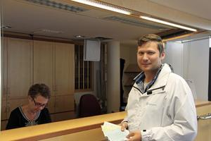Martin Klausen (SD) slutar som politisk sekreterare på partiets egen begäran.