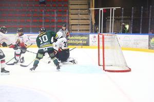 ARKIVBILD. Jonathan Tholander fick öppna matchen mot Vännäs med två mål. Matchen slutade 0–5.