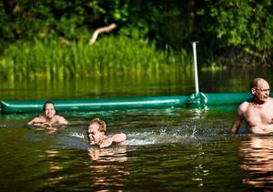 Det är inte säkert att Fredrik Persson (MP) får ta ett något dopp i Hästhagsbadet i år. (Bilden togs under invigningen av badet 2009.)