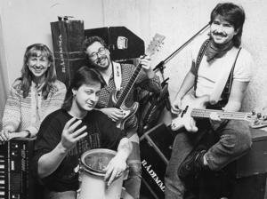 28. Rådimma från Strömsund, troligen 1989. Vet du mer om bandet?   Uppdatering: Roger Isaksson kan tala om att medlemmarna var Gunilla Forsberg, Tomas Hansson, Brynje Wikström, Orvar Grindefors.