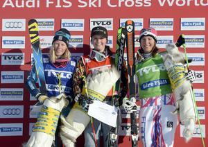 Podie damer Sandra Näslund, Marielle Thompson och Alizee Baron.