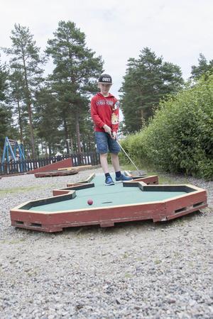 Axel Elofsson hanterar klubban snyggt.