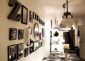 På tavelväggen i matsalen hänger några av Catharinas favoritkändisar bland annat Elvis. Kate Moss, Curt Cobain och Marilyn Monroe.