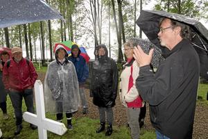 Förfäder. Flera av Richard Muckenhirns förfäder ligger begravda på katolska kyrkogården. På söndagseftermiddagen berättade han om sina förfäder på en byvandring i Åmmeberg.