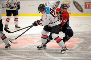Viktor Jörnevik bröt foten i förlustmatchen mot Mariestad.