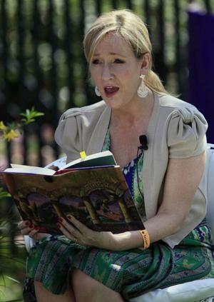 JK Rowling.  en av få författare som snabböversätts.
