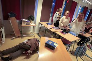 Ett ovanligt dött mordoffer hittades i klassrummet på samhällsprogrammet.