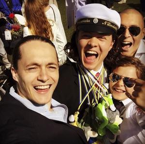 Vigge (längst bak) med sina bröder.