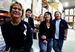 Veteraner som blir miljonärer. Jeanette Persson, Rickard Andersson, Susanne Johansson, Mona Sperring, Helen Ullberg har alla jobbat i företaget i många år och satsade pengar i början av 1990-talet. Försäljningen gör dem till miljonärer. Längst till höger Johan Andersson.